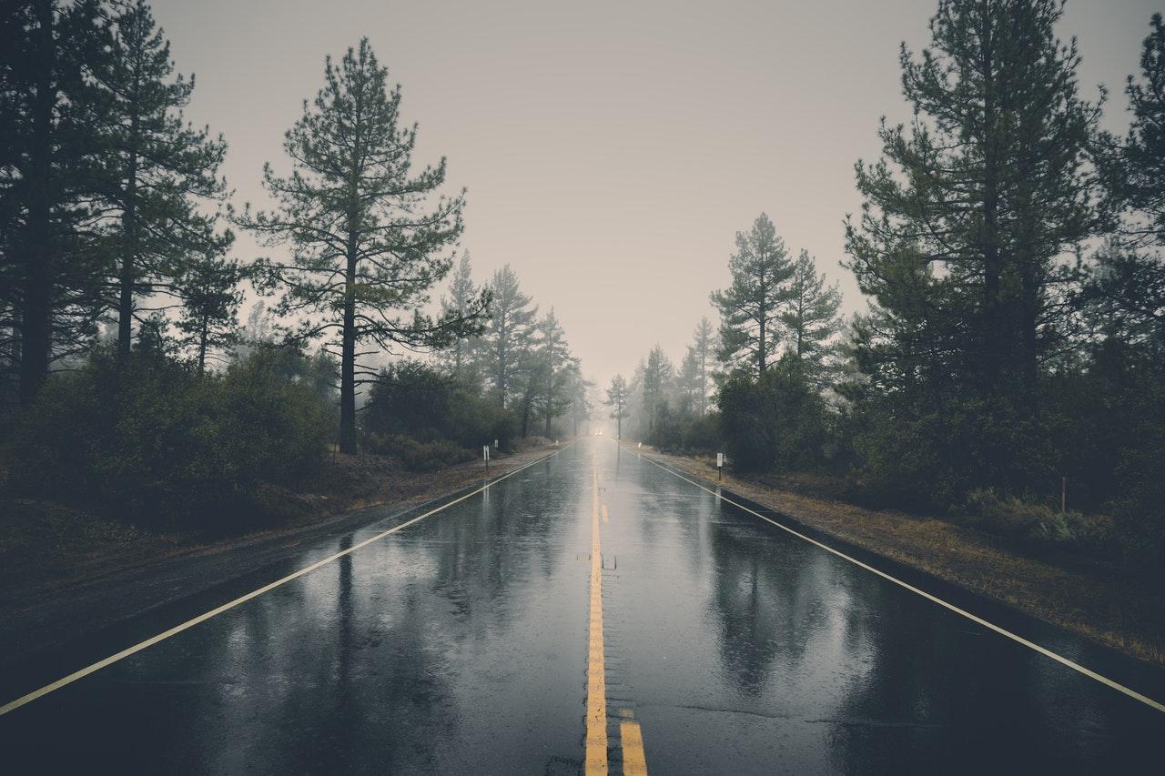route pluvieuse voyage